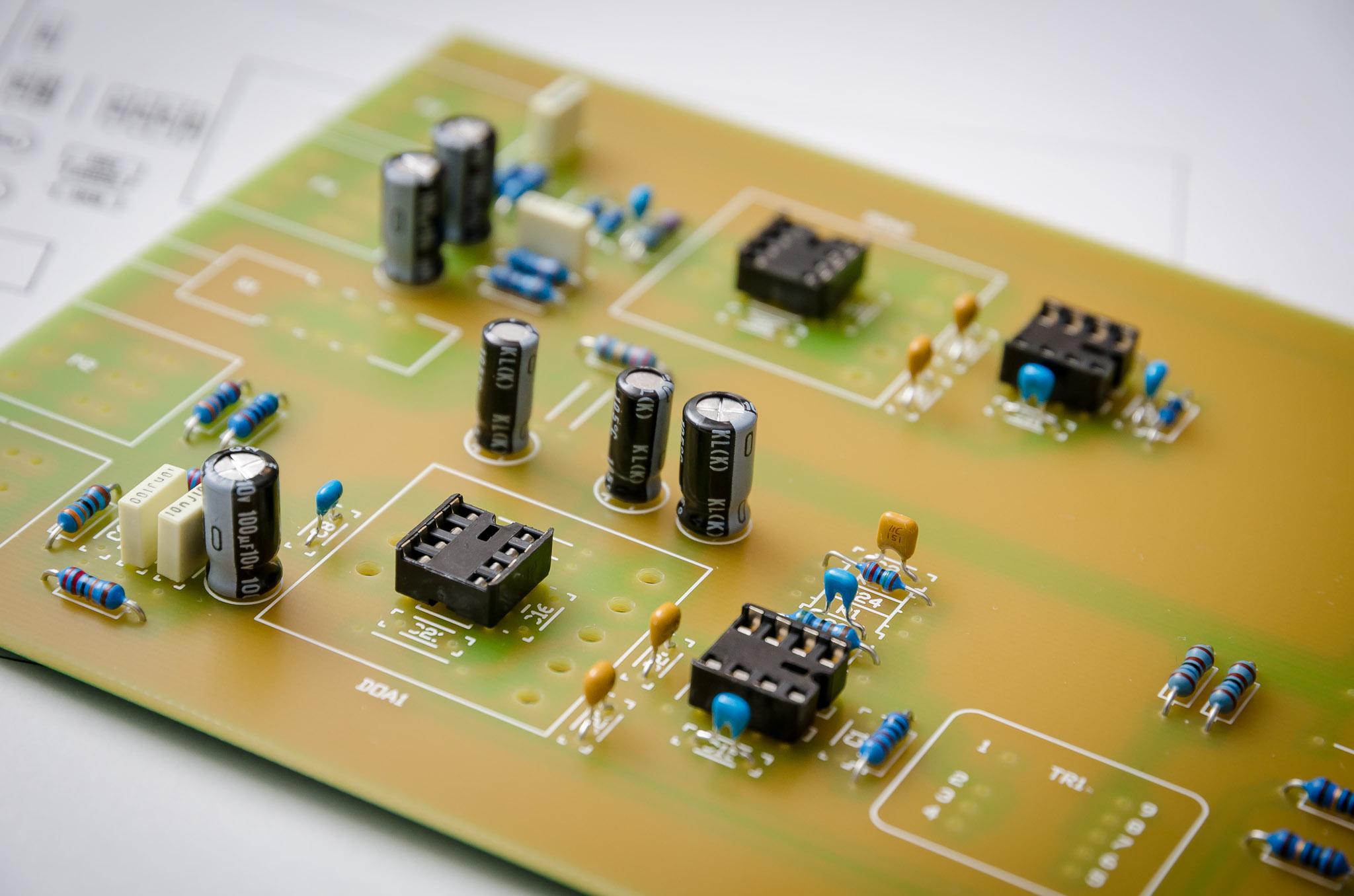 platine-mit-widersaenden-und-kondensatoren
