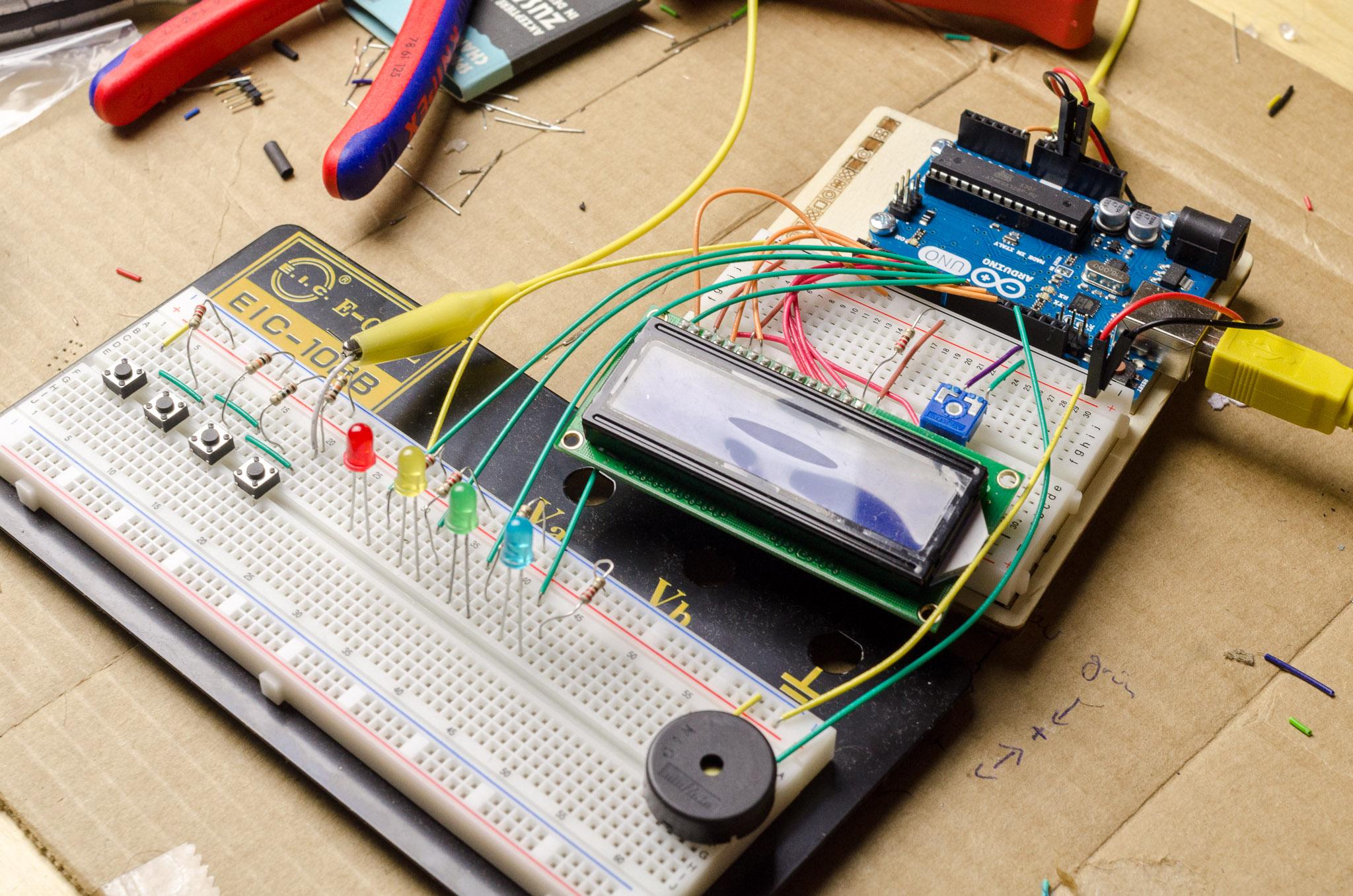 arduino-uno-mit-breadboard-und-lcd